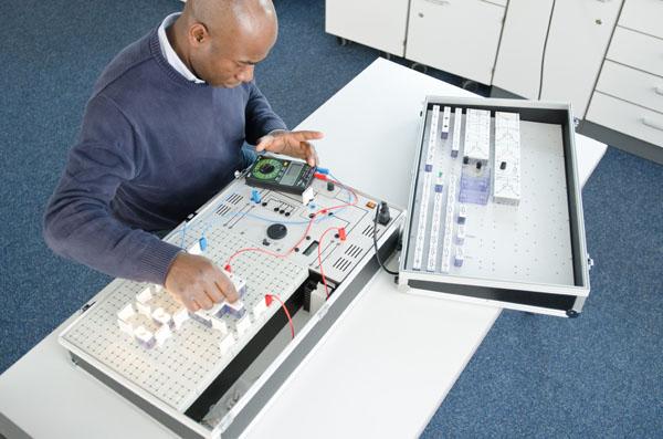Kompaktausstattung Grundlagen der Kfz-Elektrik/Elektronik