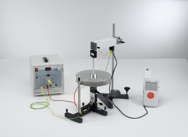 Kirchhoffsche Spannungswaage: Messung der Kraft zwischen den geladenen Platten eines Plattenkondensators - Messung mit Kraftsensor