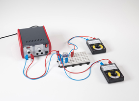 Das Spannungsmessgerät als ohmscher Widerstand in einem Stromkreis