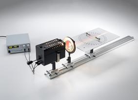Brechung von Licht an geraden Flächen und Untersuchung der Strahlengänge in Prismen und Linsen