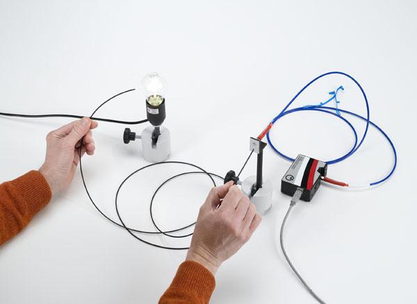 Absorptionsspektren von PMMA Lichtleitfasern - Aufzeichnung und Auswertung mit einem Spektralspektrometer