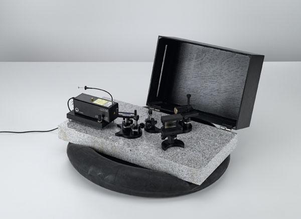 Herstellung von Transmissionshologrammen auf der Laseroptik-Grundplatte