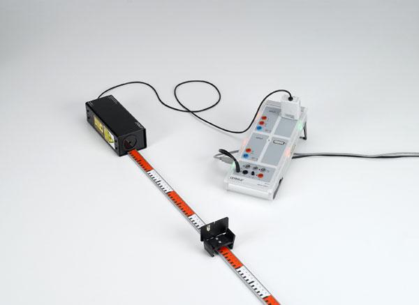 Bestimmung der Lichtgeschwindigkeit mit einem periodischen Lichtsignal auf einer kurzen Messstrecke - Messung mit Laser-Bewegungssensor S und CASSY
