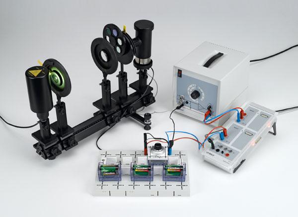 Bestimmung des Planckschen Wirkungsquantums - Aufnahme der Strom-Spannungs-Kennlinie, Wellenlängenauswahl mit Interferenzfiltern auf der optischen Bank