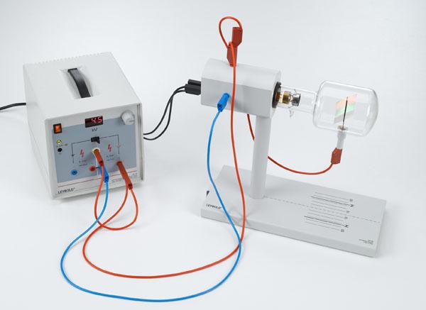 Anregung von Lumineszenz durch Bestrahlung mit ultraviolettem Licht und mit Elektronen